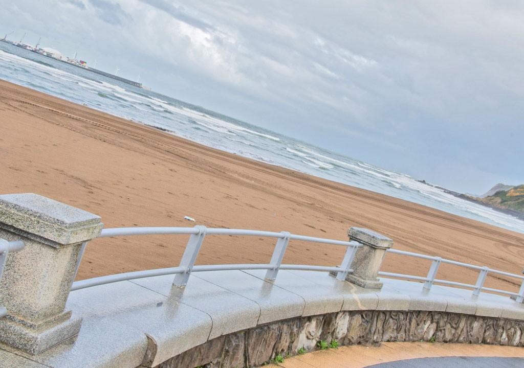 Restaurante Los Tamarises en Getxo, frente a la playa de Ereaga